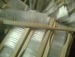 Щетка сметка натуральная 2-х рядная для сметания пчел в ульях